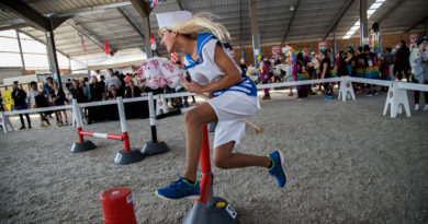 Insolite : Une course de chevaux à deux pattes